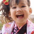 七五三の髪型、3歳の子ならコレ!簡単アレンジ法から髪飾りまで!