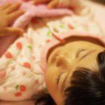 夜泣きは寝かしつけに原因が!?効果的な寝かしつけの方法や注意点!